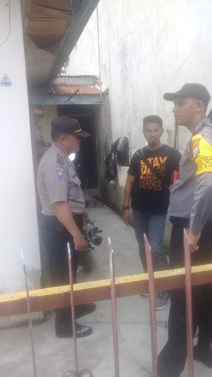 Petugas Laboratorium Forensik Polda Sumut geledah rumah terduga pelaku bom bunuuh diri di Jl Jangka, di Kelurahan Petisah Tengah, Kecamatan Petisah Tengah, Kota Medan, Rabu (13/11/2019). (Foto dok FM)