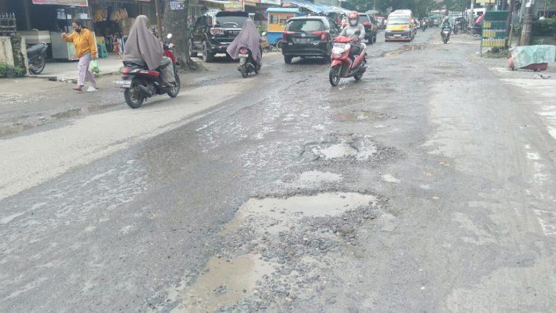 Jalan Utama Medan Johor Rusak, Pemko Tutup Mata