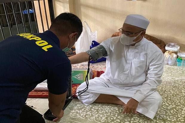Sakit Asam Lambung, Habib Rizieq Tak Mau Pakai Tabung Oksigen Polisi