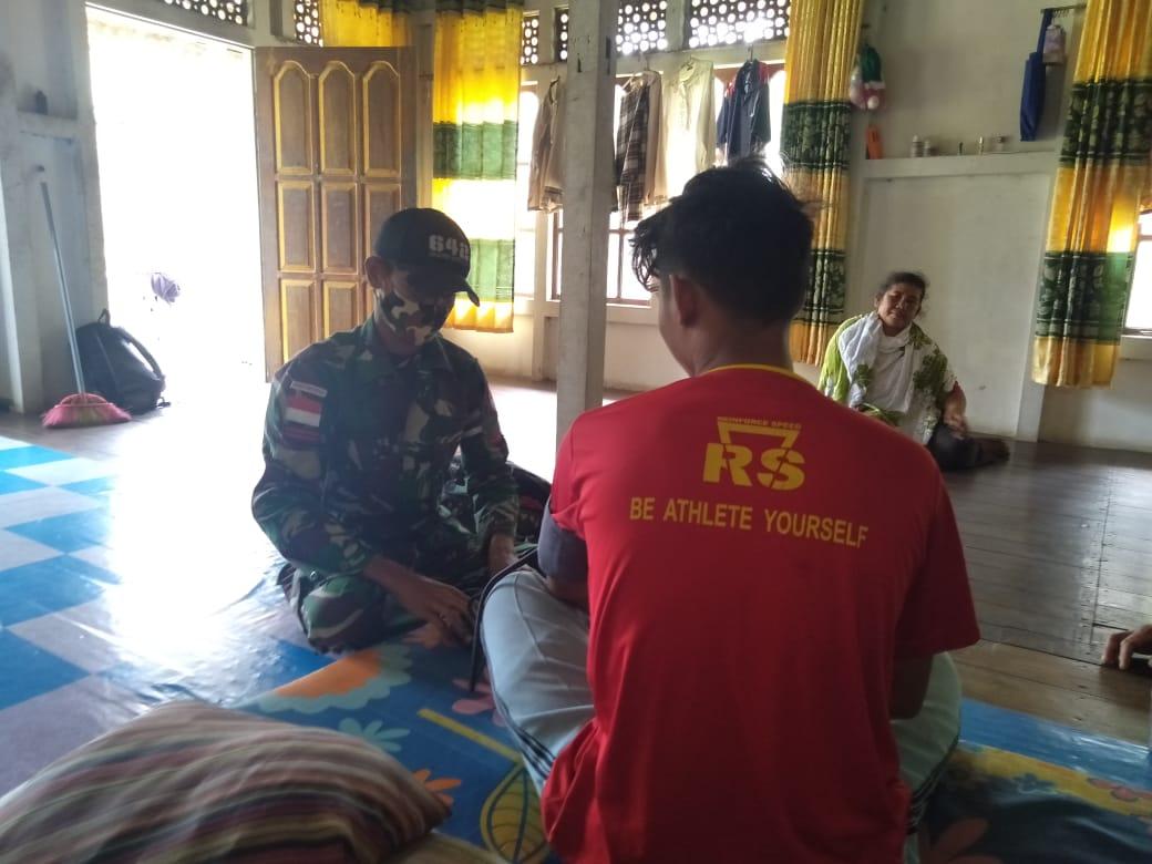 Sembari Menunggu Waktu Berbuka, SatgasPamtasRI- Malaysia Berikan Layanan Kesehatan Door to Door