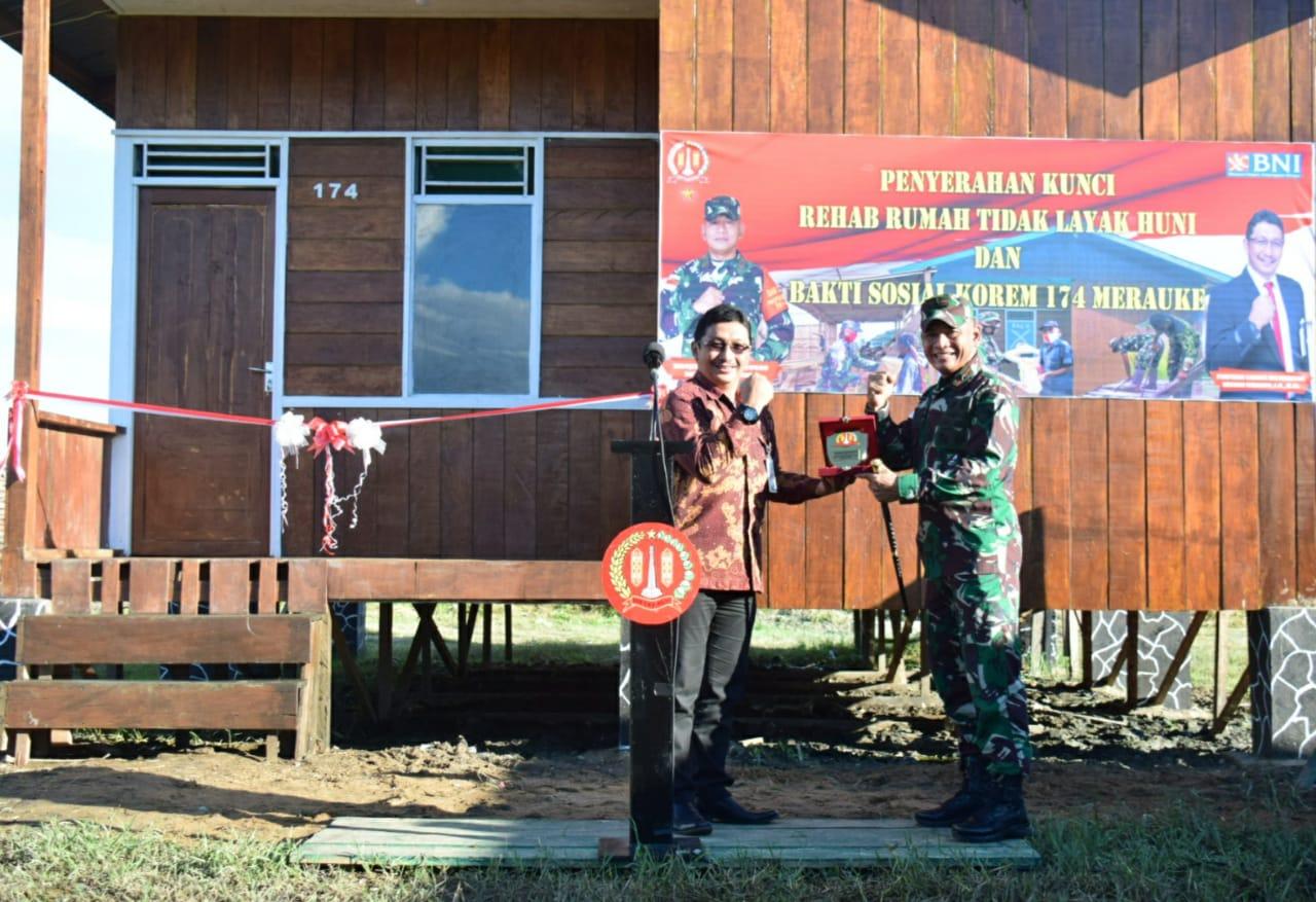 Danrem 174 Merauke Serahkan Kunci Rehab Rumah Tidak Layak Huni Kepada Keluarga VeteranPejuang Kemerdekaan RI