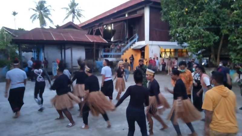 TNI Ikut Memeriahkan Hari Tari Dunia di Papua