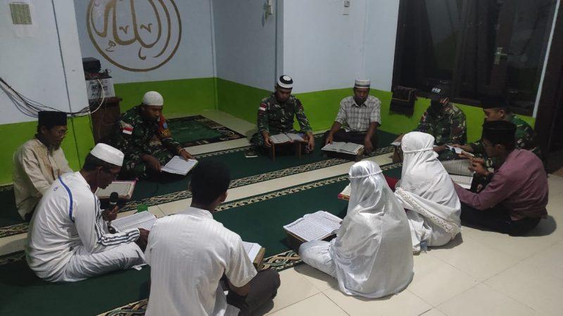 Ramadhan di Perbatasan, Satgas Yonif 642/Kapuas Ibadah Bersama Warga
