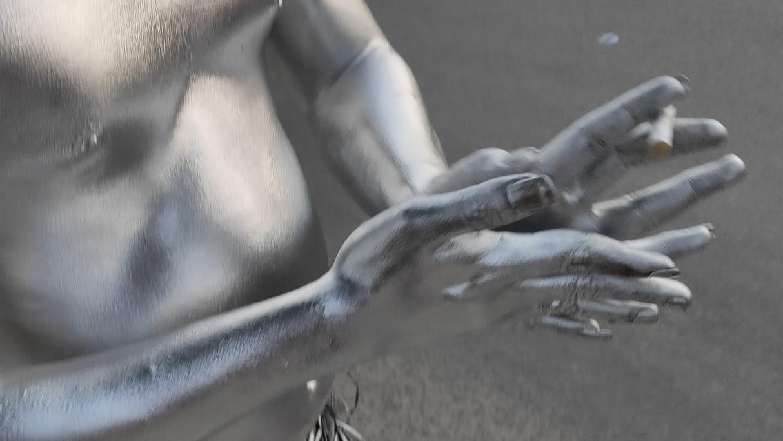 Manusia Silver di Lampu Merah
