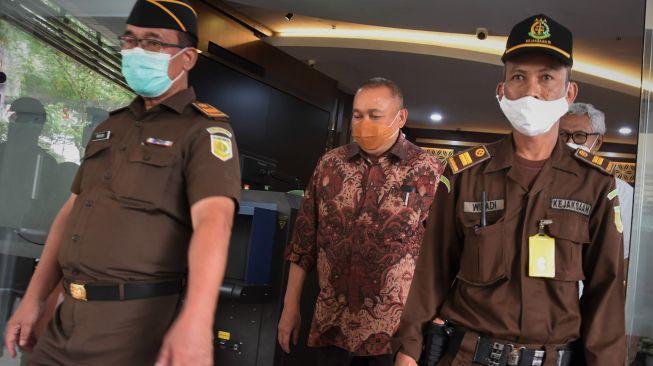 Jadi Tersangka Korupsi PDPDE, Alex Noerdin Langsung Ditahan