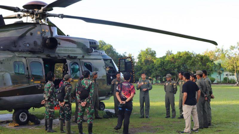 TNI Evakuasi Dua Jenazah Teroris Poso Dengan Heli Caracal