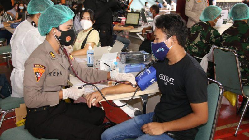 Kapolri dan Panglima TNI Kompak Tinjau Vaksinasi Massal