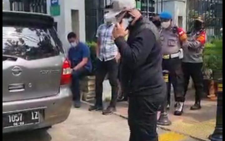 Seorang Kurator Dijemput Paksa Polisi di Pengadilan Jakarta Pusat