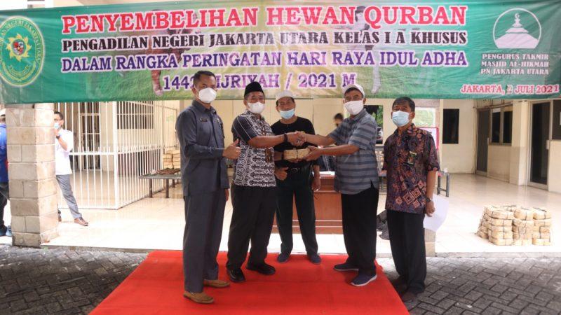 PN Jakut Bagikan 700 Besek Daging Qurban