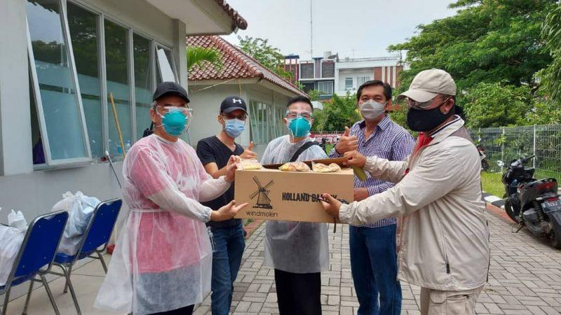 Dukung Vaksinasi, Warga Penjaringan Berikan Paket Konsumsi Untuk Nakes