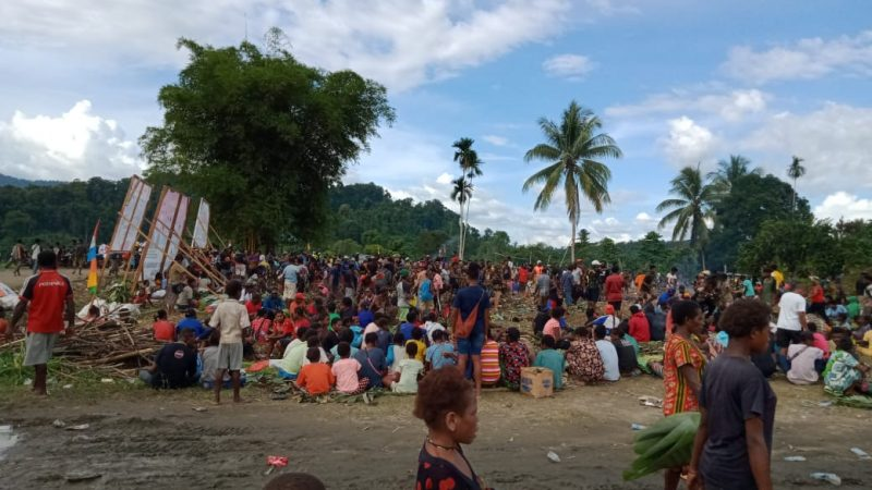 Satgas TNI Yonif 751/VJS Hadiri Acara Bakar Batu di Mamberamo Raya-Papua