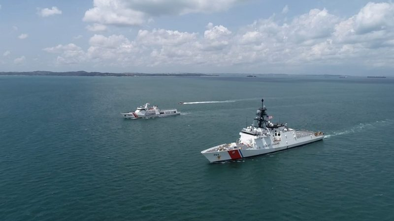 KN Pulau Dana–323 Bakamla RI Passing Exercise Bersama USCGC Munro–755