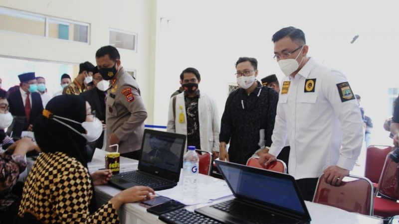 Angka Vaksinasi Disorot Jokowi, Wagub Banten: Prioritaskan Juga Daerah Penyangga, Jangan Hanya DKI