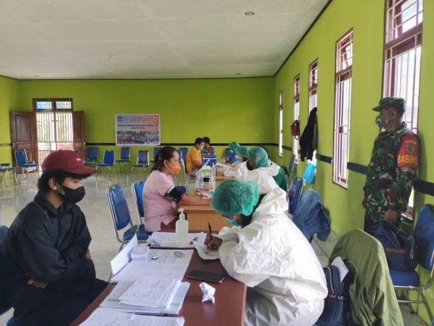 Aparat TNI Pastikan Pelaksanaan Vaksinasi Covid-19 Tertibdan Kondusif 1